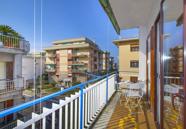 in Sorrento - Appartamento Central B with Air Conditioning and Heating