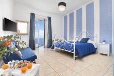 Apartment in Sorrento - Appartamento Marina Blu with Sea View near the Beach