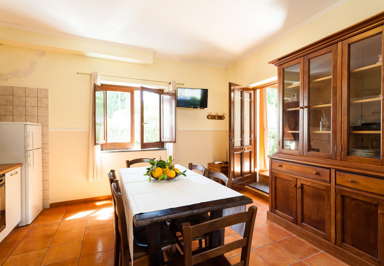 Villa in Sorrento - Villa Limoneto B with Shared Pool, Garden, Terraces and Parking