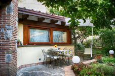 Apartment in Vico Equense - Appartamento Enzo with Garden, Parking and Air Conditioning