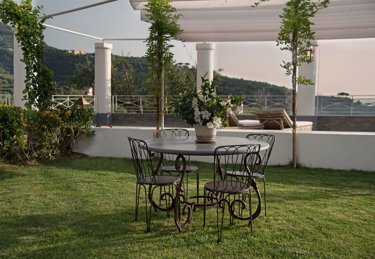 House in Sorrento - Casa Rufoletta with Jacuzzi, Sea View, Terrace e Breakfast