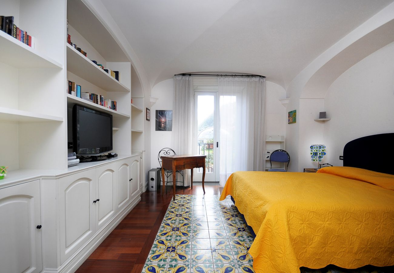 Villa in Sant´Agnello - Villa Angelo with Private Terraces, Parking and Air Conditioning