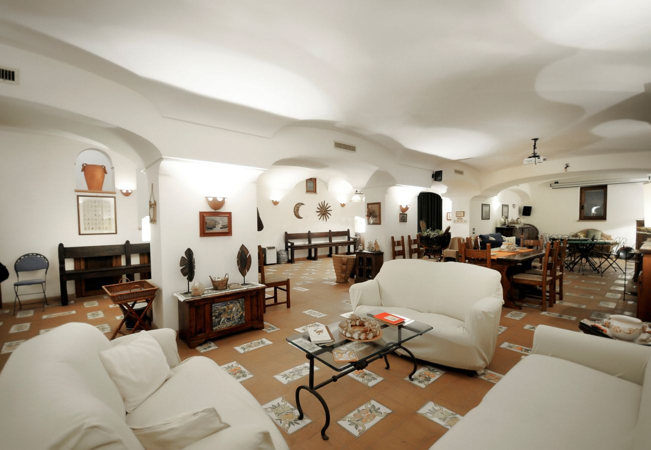 Villa in Sant´Agnello - AMORE RENTALS - Villa Angelo 1 with Private Terraces, Parking and Air Conditioning
