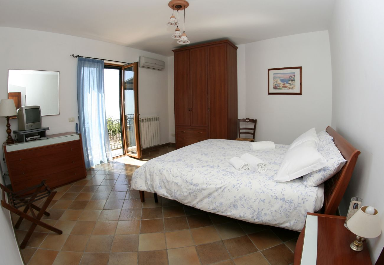 Villa in Sant´Agata sui Due Golfi - Villa Raffaella with Private Pool, Sea View, Parking and Garden