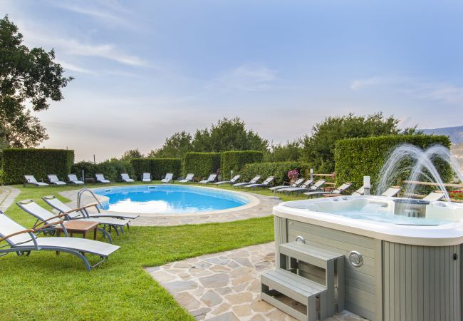 Villa/Dettached house in Sant´Agnello - Villa La Ventana with Private Swimming Pool, Garden, Jacuzzi, Sea view and Parking