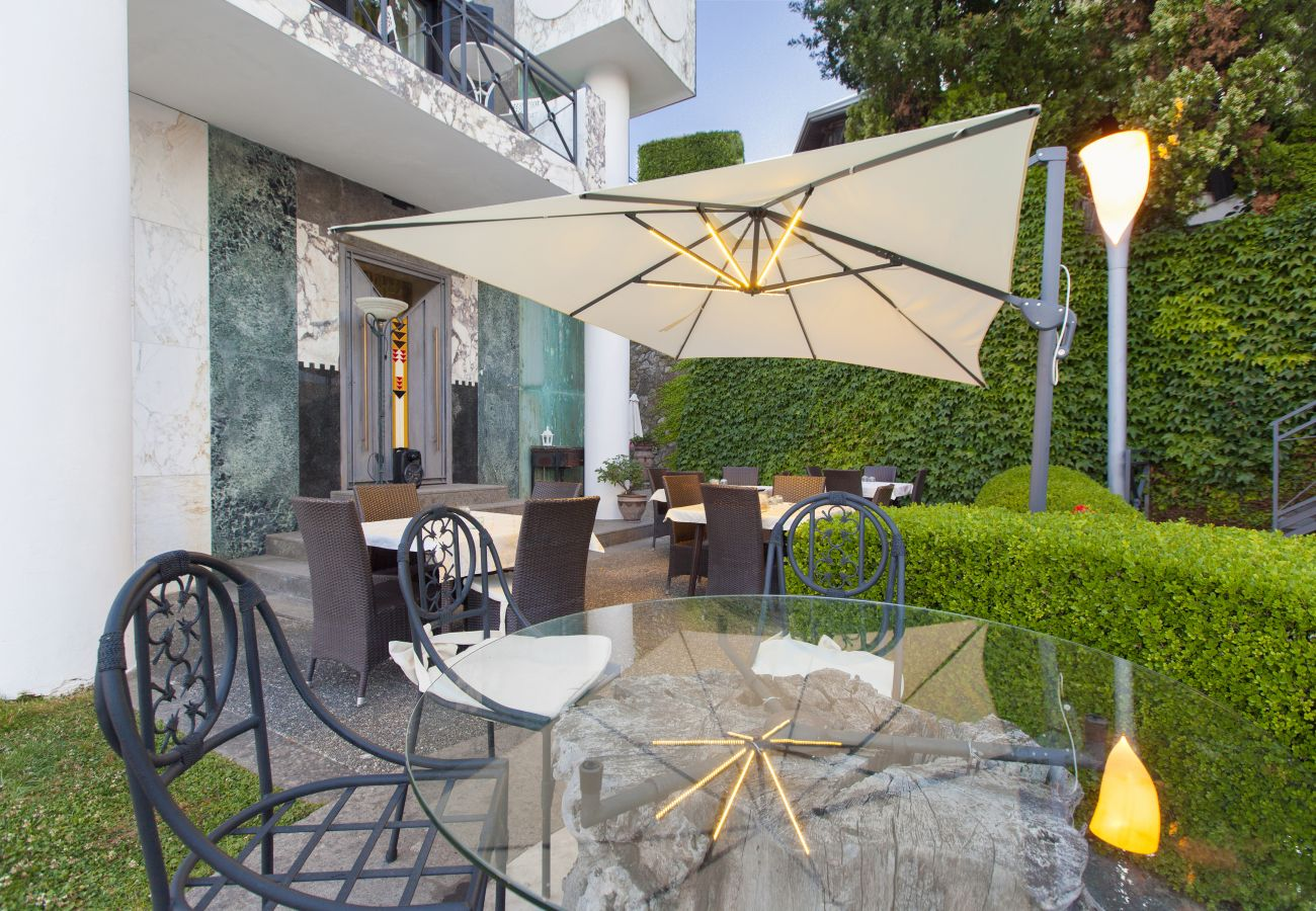 Villa in Sant´Agnello - AMORE RENTALS - Villa La Ventana with Private Swimming Pool, Garden, Jacuzzi, Sea view and Parking
