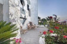 Villa in Sant´Agnello - Villa La Ventana with Private Swimming Pool, Garden, Jacuzzi, Sea view and Parking