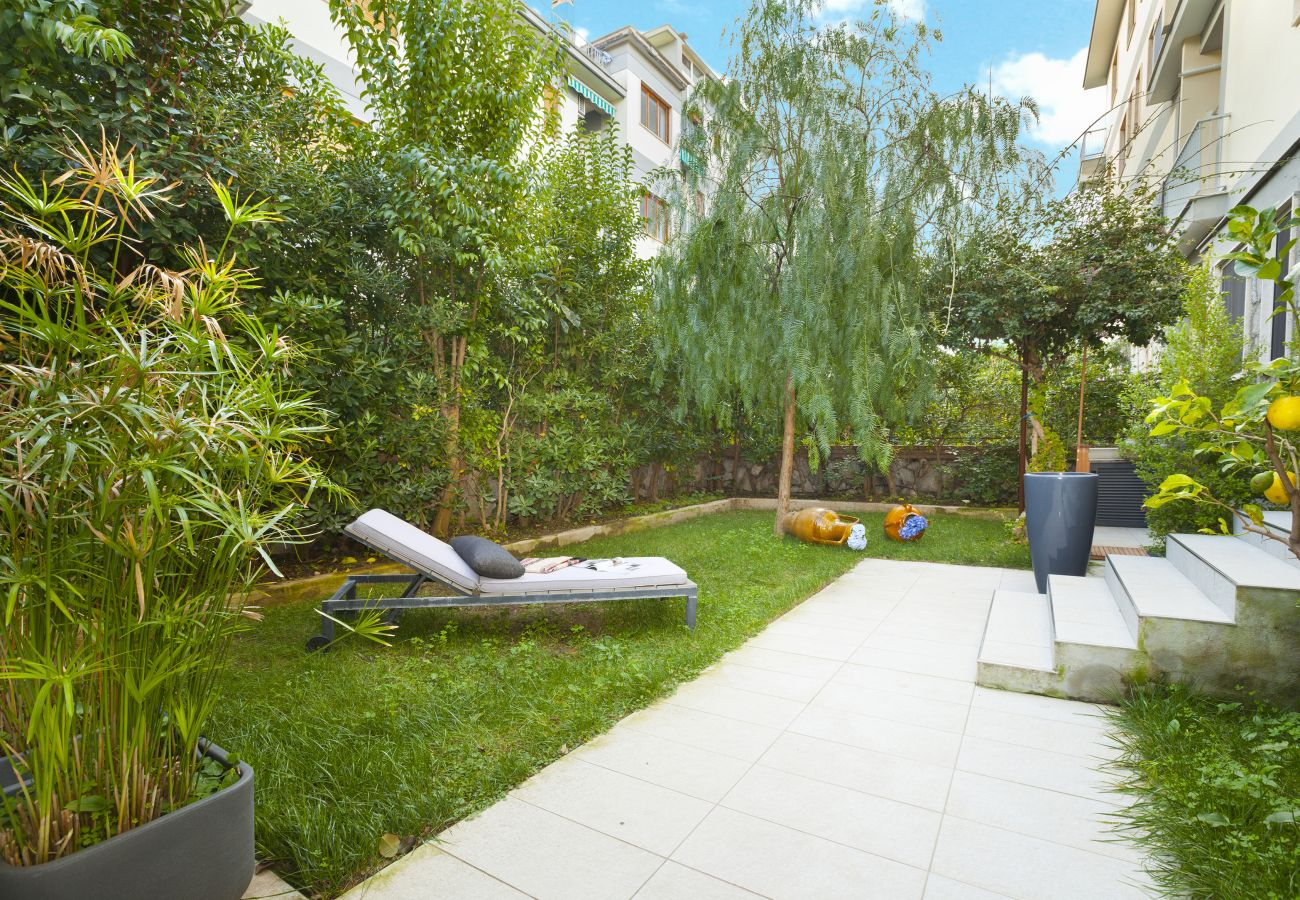Apartment in Sorrento - AMORE RENTALS - Appartamento Sorrento Suite de Charme 1 with Terrace, Garden, Air Conditioning and Internet Wi-Fi