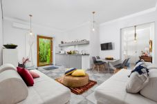 Apartment in Sorrento - Appartamento Sorrento Suite de Charme 1 with Terrace, Garden, Air Conditioning and Internet Wi-Fi