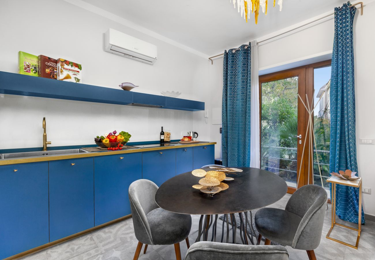 Apartment in Sorrento - AMORE RENTALS - Appartamento Sorrento Suite de Charme 2 with Terrace, Air Conditioning and Internet Wi-Fi