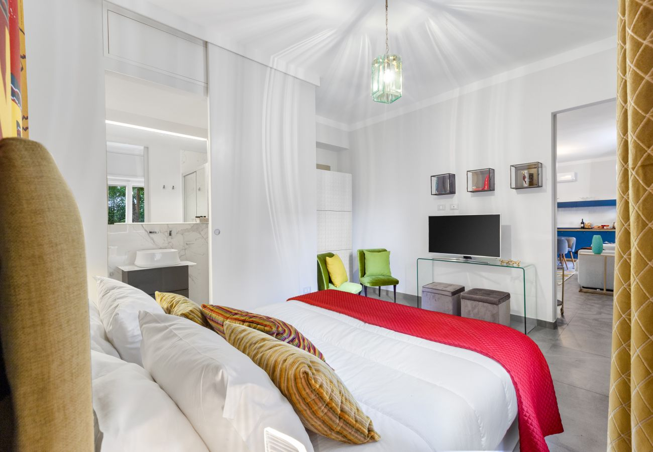 Apartment in Sorrento - AMORE RENTALS - Appartamento Sorrento Suite de Charme with Terraces, Garden, Air Conditioning and Internet Wi-Fi