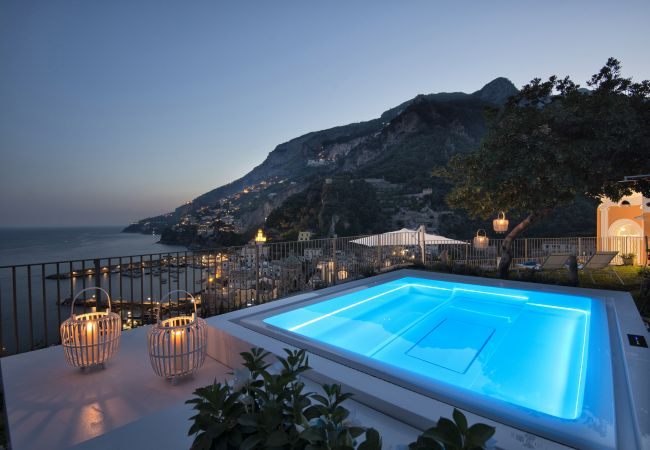 Villa/Dettached house in Amalfi - AMORE RENTALS - Palazzo Casanova with Sea View, Jacuzzi, Terraces, Breakfast and Air Conditioning