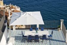 Villa in Amalfi - Palazzo Casanova with Sea View, Jacuzzi, Terraces, Breakfast and Air Conditioning