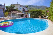 Villa in Castellammare di Stabia - Villa Panorama 1 with Sea View, Shared Swimming Pool, Garden and Parking