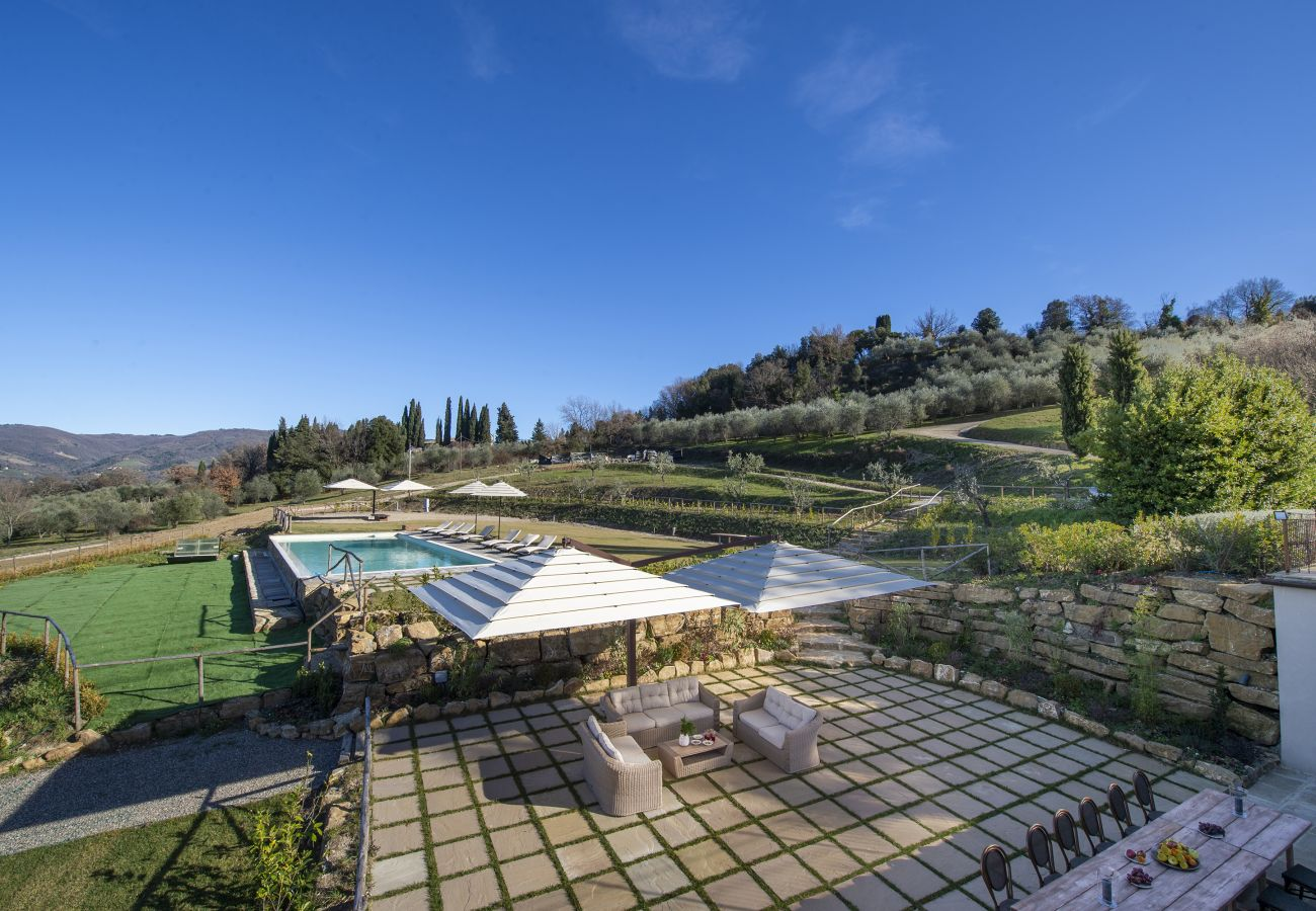 Villa in Panzano - AMORE RENTALS - Villa Il Tinaio with Private Pool, Garden, Terraces and Parking