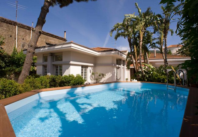 Villa/Dettached house in Sorrento - AMORE RENTALS - Villa Lux with Private Swimming Pool, Parking and Terrace