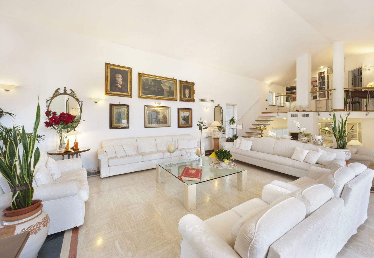 Villa in Sorrento - AMORE RENTALS - Villa Lux with Private Swimming Pool, Parking and Terrace