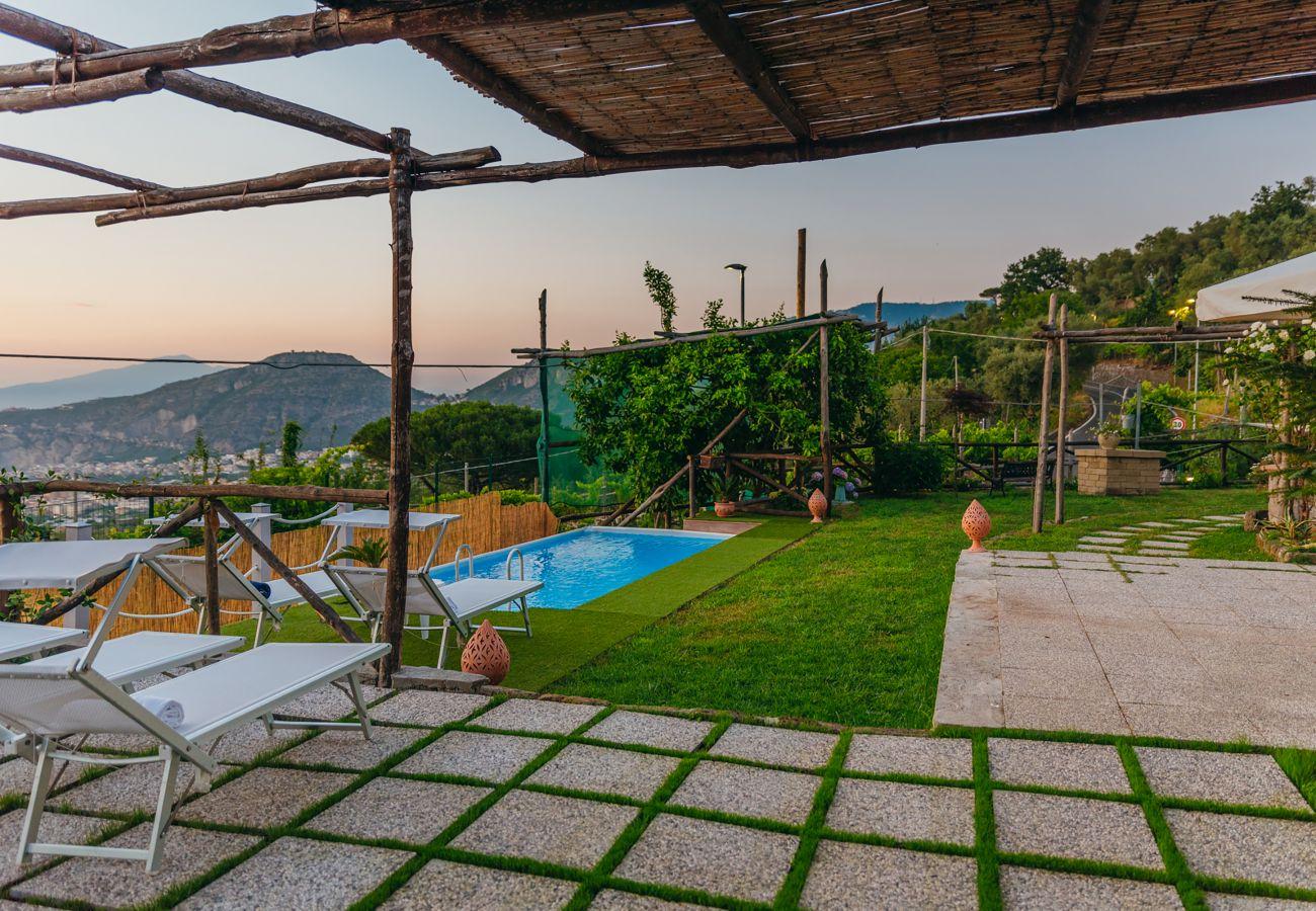 Villa in Sant´Agnello - AMORE RENTALS - Villa Tina with Private Swimming Pool, Sea View, Terraces, Garden and Parking
