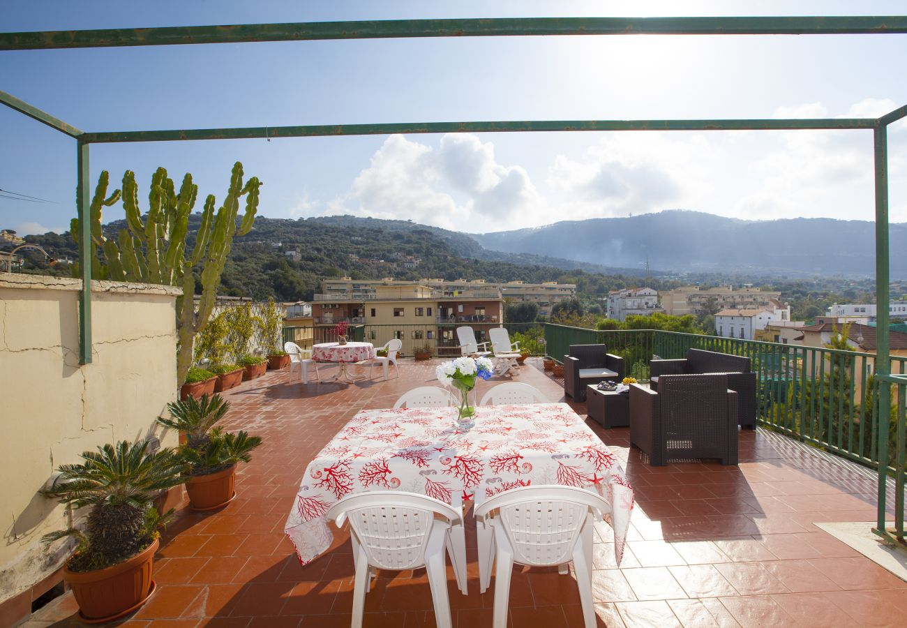 Apartment in Sorrento - AMORE RENTALS - Apartment Miramare with Shared Pool, Terraces and Internet Wi-Fi
