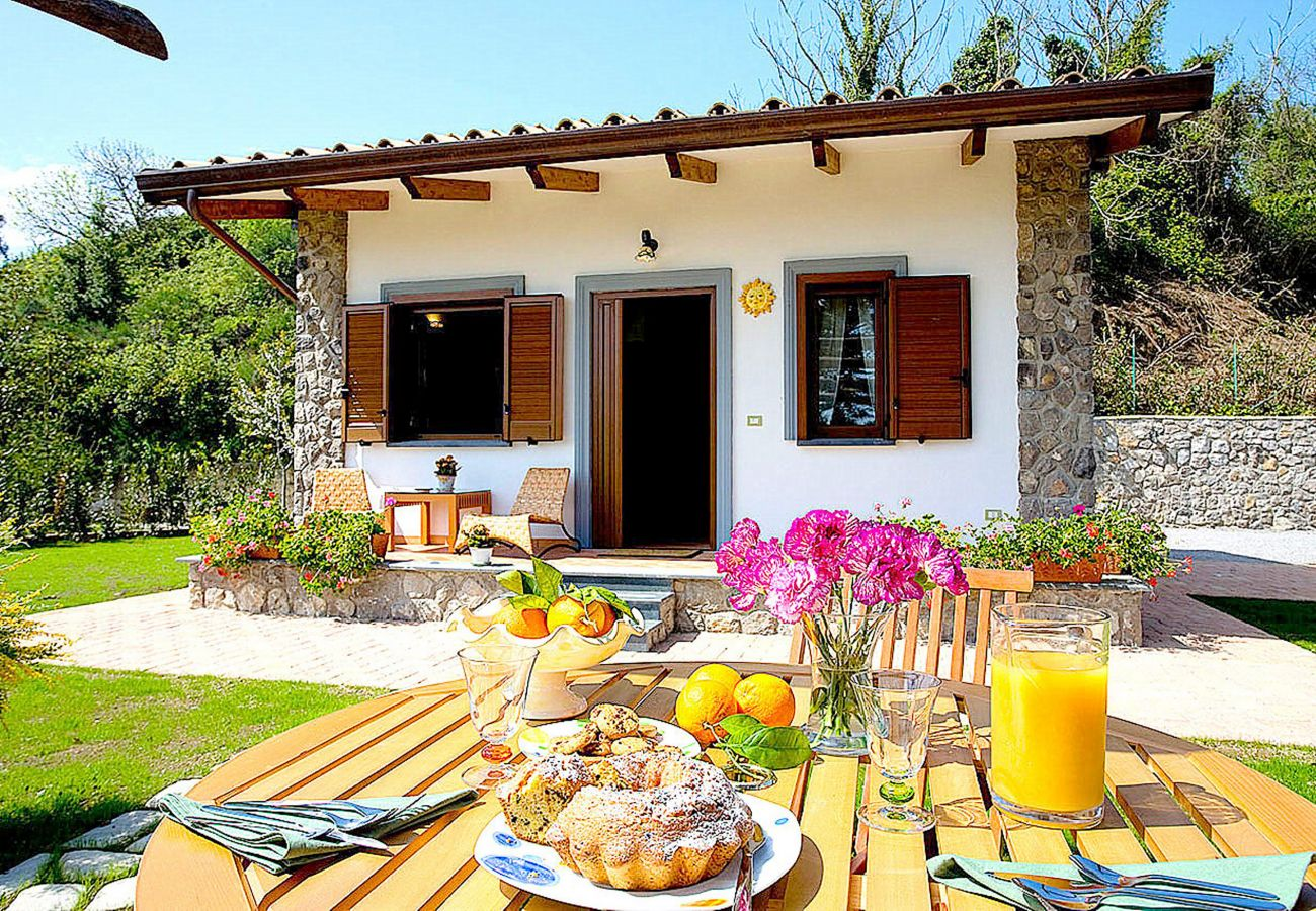 Studio in Sant´Agata sui Due Golfi - Cottage Isaura B with Shared Pool, Parking and Air Conditioning