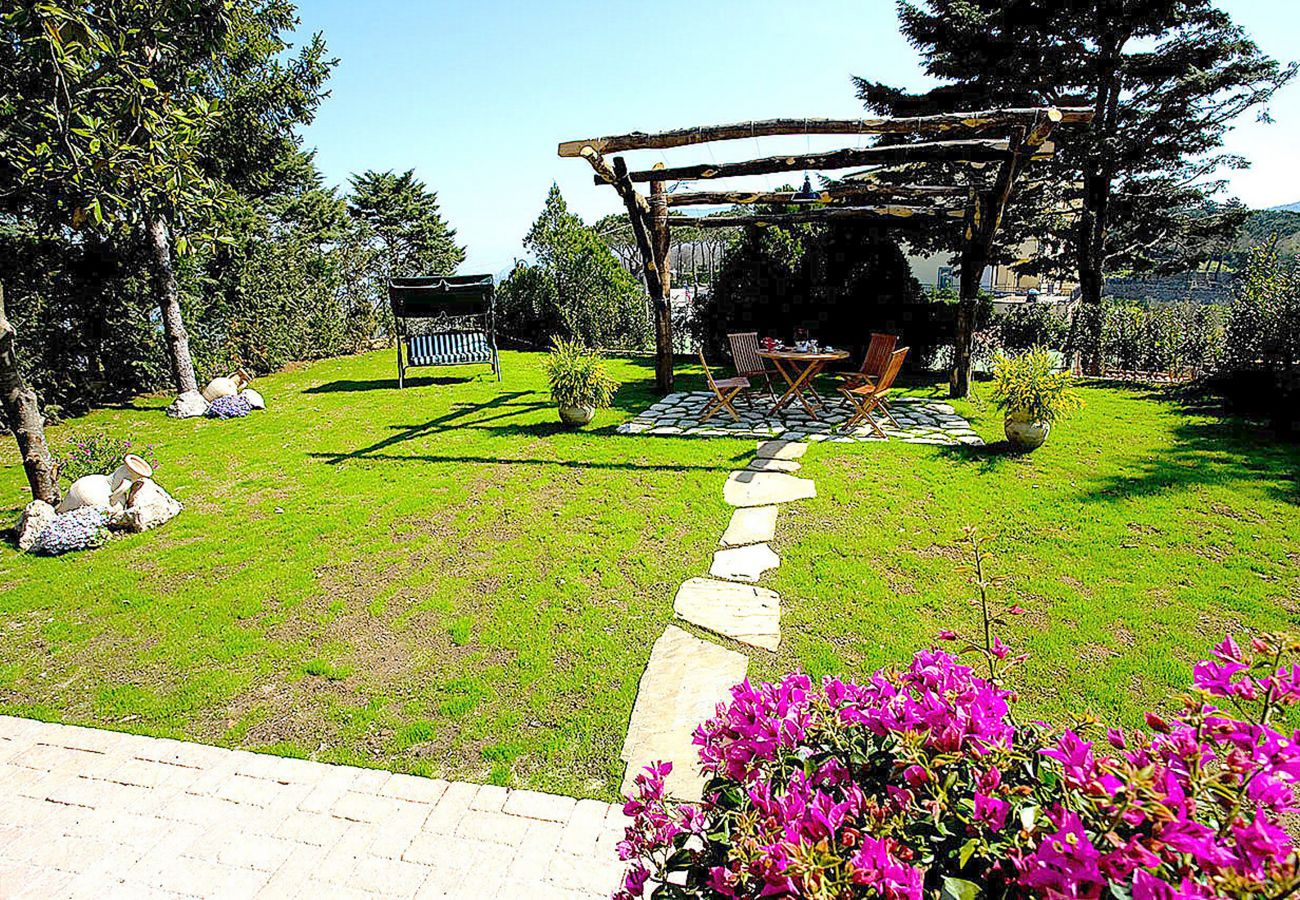House in Sant´Agata sui Due Golfi - Cottage Isaura C with Shared Pool, Parking and Air Conditioning