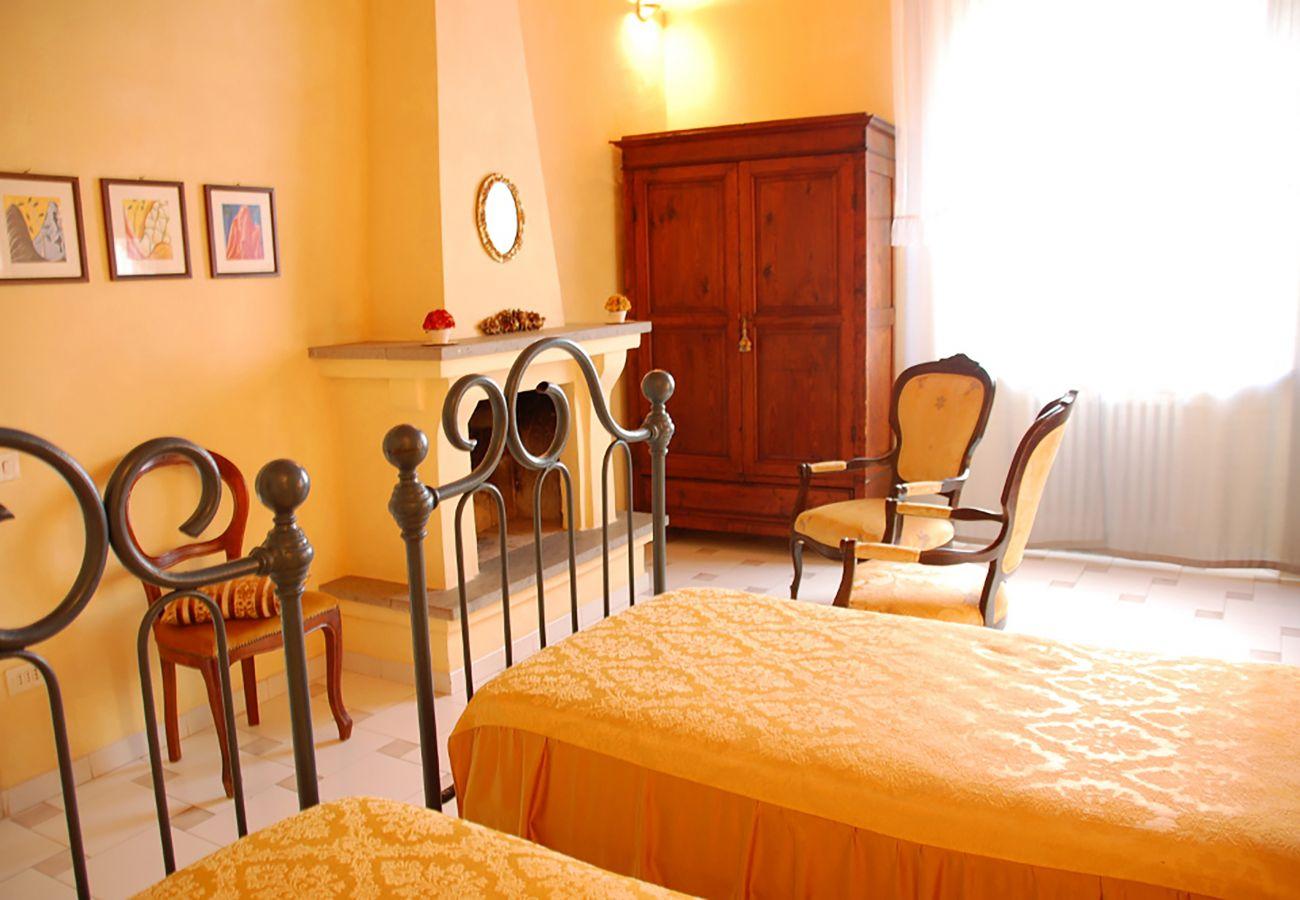 Villa in Radicofani - AMORE RENTALS - Villa Il Giardino with Private Swimming Pool, Garden, Ideal for Weddings